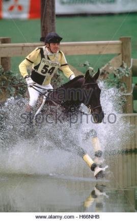 chris-hunnable-gbr-riding-mr-bootsie-into-the-lake-during-cci-badminton-h66nhb